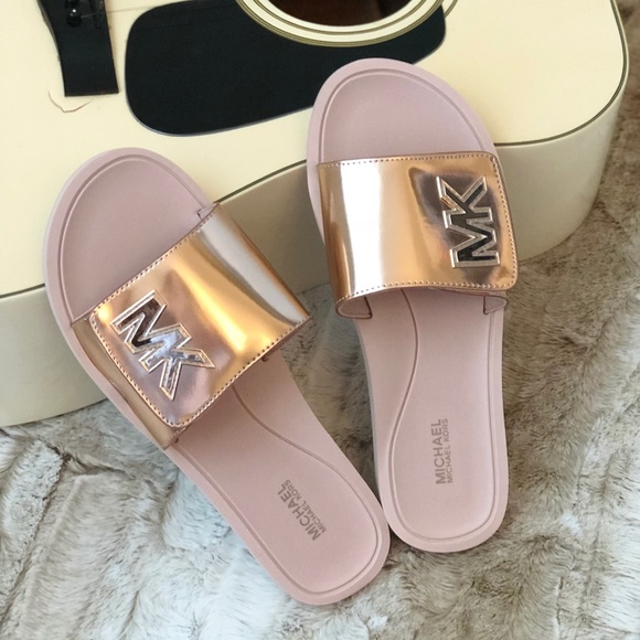 4e3dff758efc NWT Michael Kors slide sandals